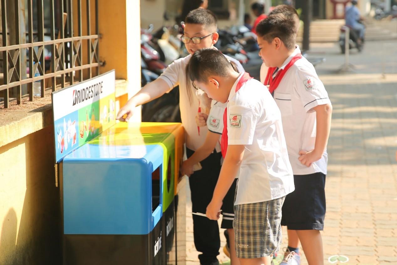 Hơn 9.000 học sinh Hà Nội bắt đầu thói quen phân loại rác tại nguồn - Ảnh 7.