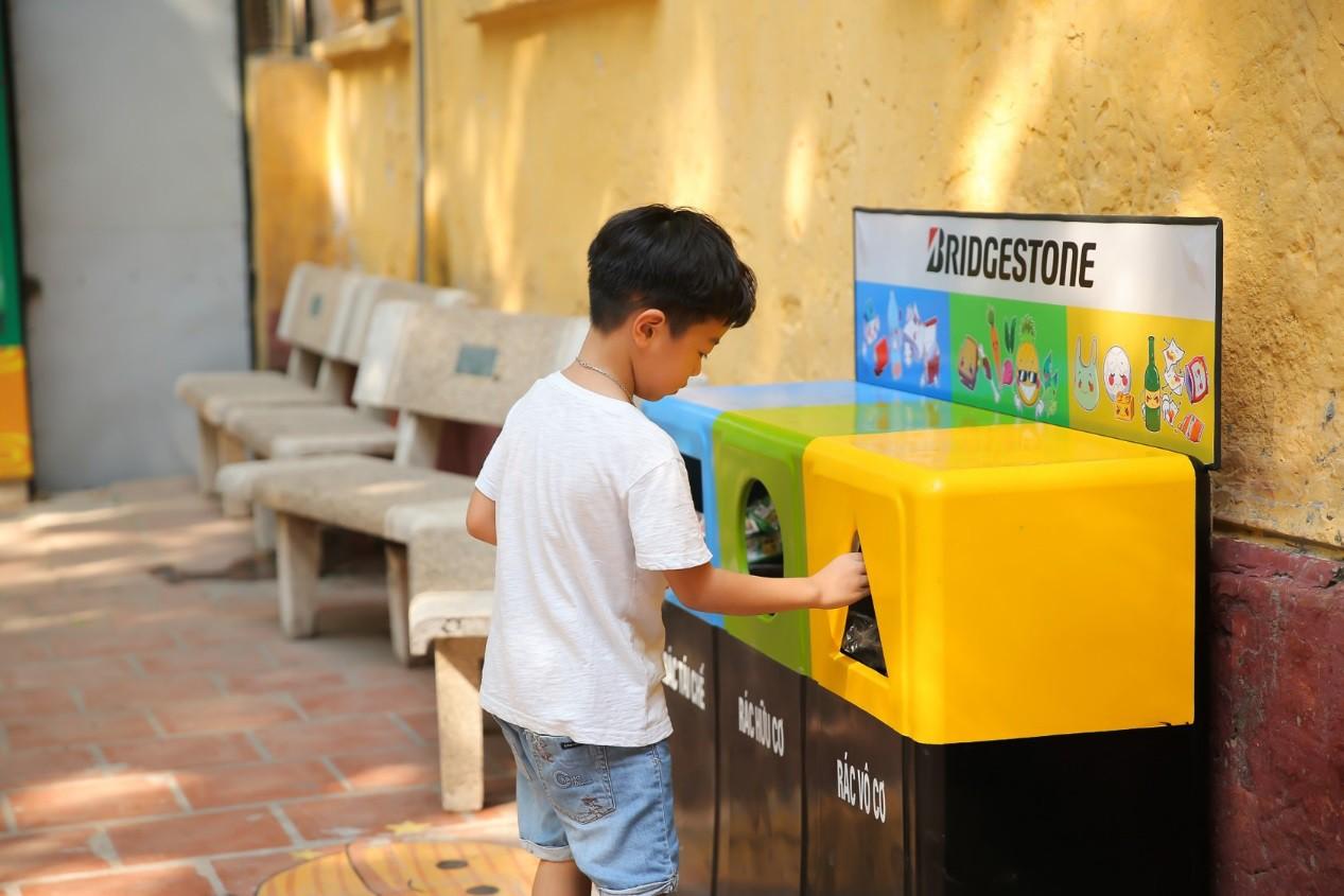 Hơn 9.000 học sinh Hà Nội bắt đầu thói quen phân loại rác tại nguồn - Ảnh 8.