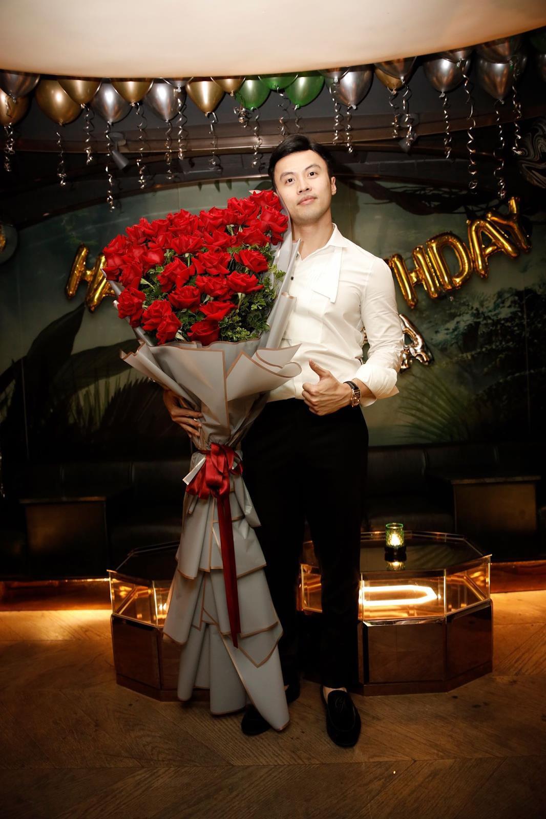"""Hoa Online 24/7: tiết lộ xu hướng hoa """"siêu to khổng lồ dành tặng phái nữ ngày 20/10 - Ảnh 1."""