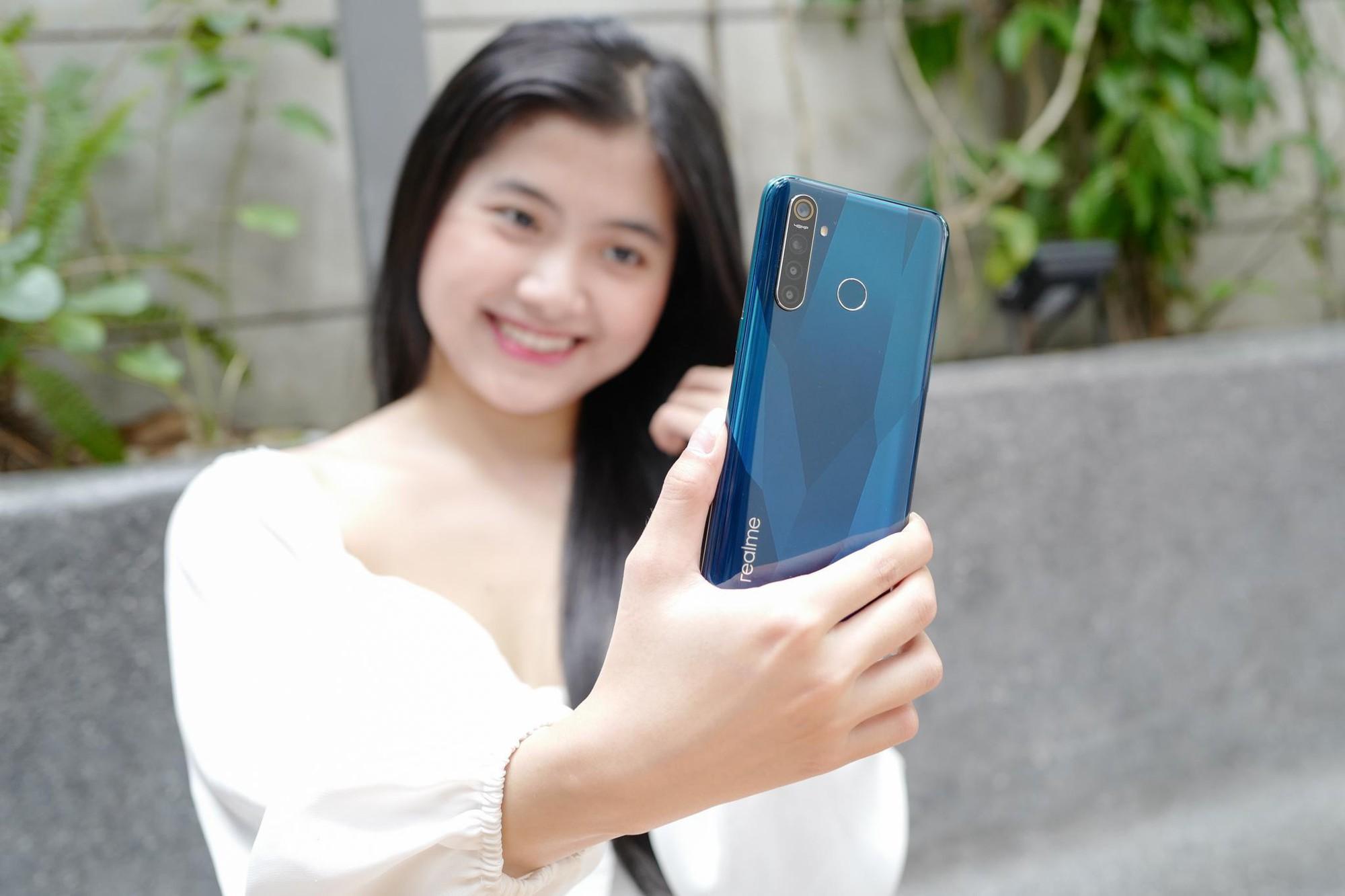 Với Realme 5 Pro, không khó để bạn tạo ra khác biệt và nổi bật giữa đám đông - Ảnh 3.
