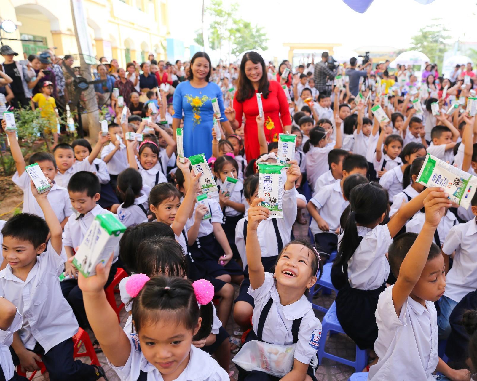 Vinamilk chung tay bảo vệ môi trường Thủ đô thông qua quỹ 1 triệu cây xanh cho Việt Nam - Ảnh 3.