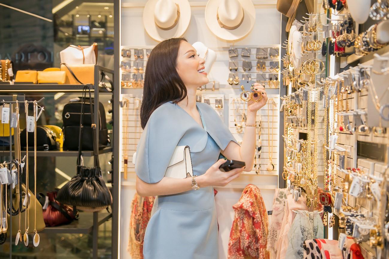 Kaylee Kwang, Thảo Nhi Lê, Linh Rin và Kye Nguyễn xúng xính tham dự sự kiện khai trương cửa hàng mới của PARFOIS Việt Nam - Ảnh 6.