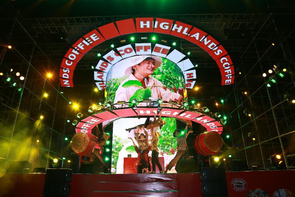 """Hơn 6.000 bạn trẻ Đà Nẵng bùng nổ cùng đại tiệc âm nhạc """"Highlands Coffee – 20 nắm gắn kết niềm tự hào đất Việt"""" - Ảnh 3."""
