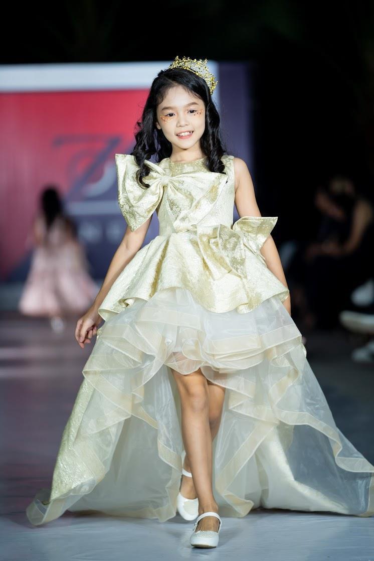Hoàng Anh - Cô bé vô gia cư và người mẫu khuyết tay mới trở lại với vai trò vedette của show Đôi chân biết hát - Ảnh 6.