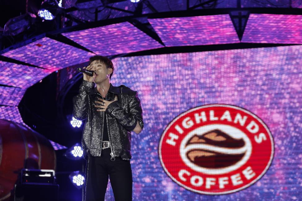 """Hơn 6.000 bạn trẻ Đà Nẵng bùng nổ cùng đại tiệc âm nhạc """"Highlands Coffee – 20 nắm gắn kết niềm tự hào đất Việt"""" - Ảnh 7."""