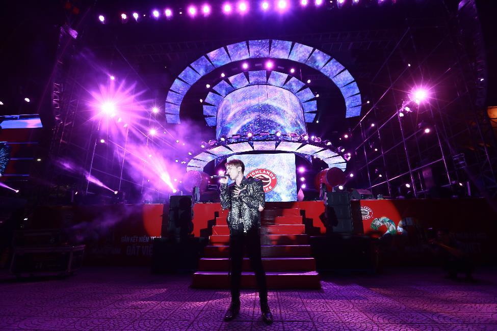 """Hơn 6.000 bạn trẻ Đà Nẵng bùng nổ cùng đại tiệc âm nhạc """"Highlands Coffee – 20 nắm gắn kết niềm tự hào đất Việt"""" - Ảnh 8."""