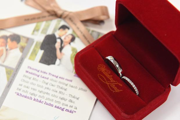 Đông Nhi bật mí cặp nhẫn đôi đầu tiên của cô với Ông Cao Thắng chính là nhẫn cưới - Ảnh 1.