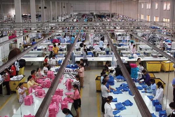 Thị trường thời trang đồng phục tại Việt Nam: giá rẻ liệu có tốt? - Ảnh 2.