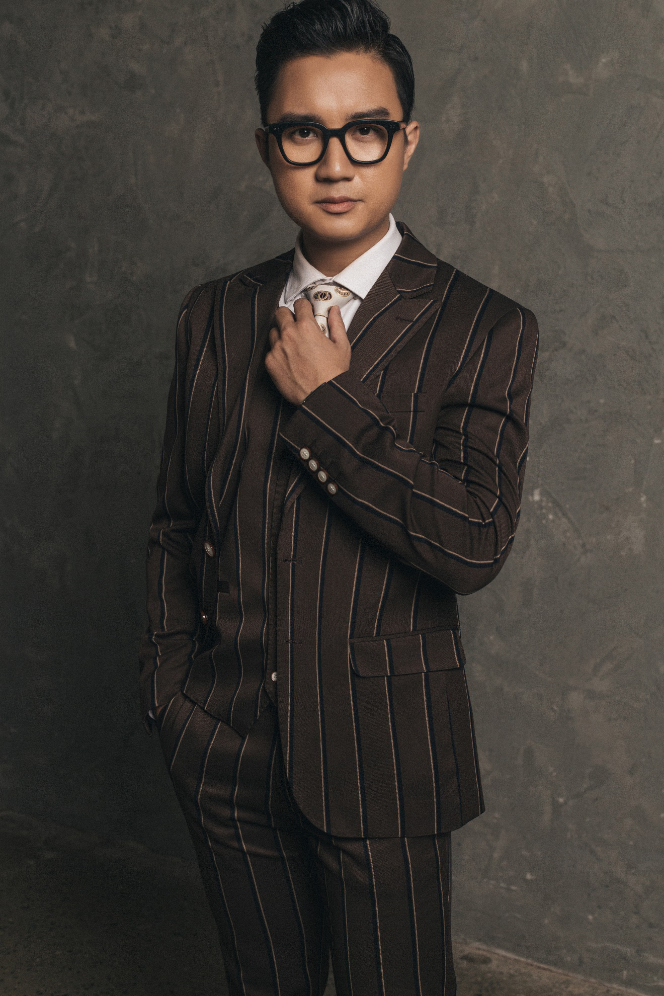 """MC """"chuyển động 24h"""" Sơn Lâm lịch lãm, hút mắt trong bộ ảnh mừng sinh nhật lần thứ 30 - Ảnh 9."""