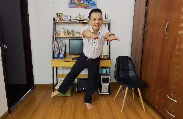 Thử khách 'đứng một chân' thu hút quý ông tuổi 40 kiểm tra nguy cơ đột quỵ - Ảnh 1.