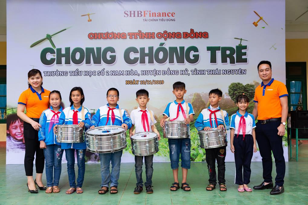 """SHB Finance mang tới chương trình ý nghĩa """"Chong chóng Tre"""" đến với trẻ em khó khăn - Ảnh 1."""