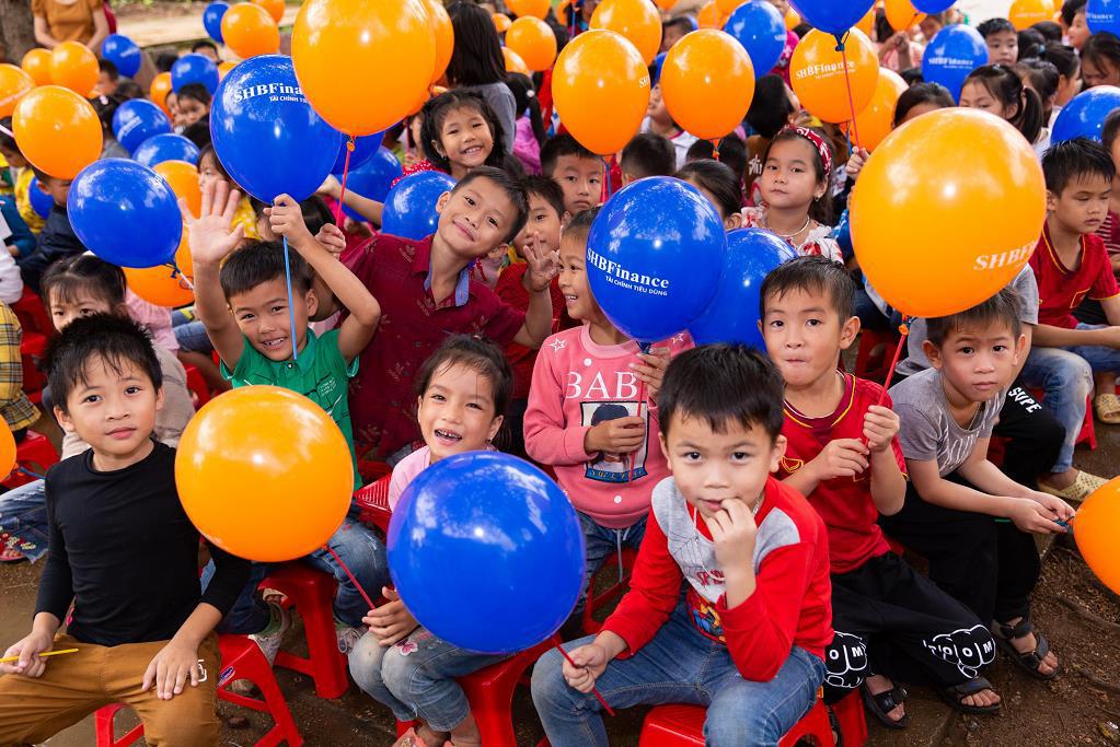 """SHB Finance mang tới chương trình ý nghĩa """"Chong chóng Tre"""" đến với trẻ em khó khăn - Ảnh 2."""