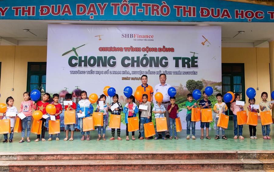 """SHB Finance mang tới chương trình ý nghĩa """"Chong chóng Tre"""" đến với trẻ em khó khăn - Ảnh 4."""