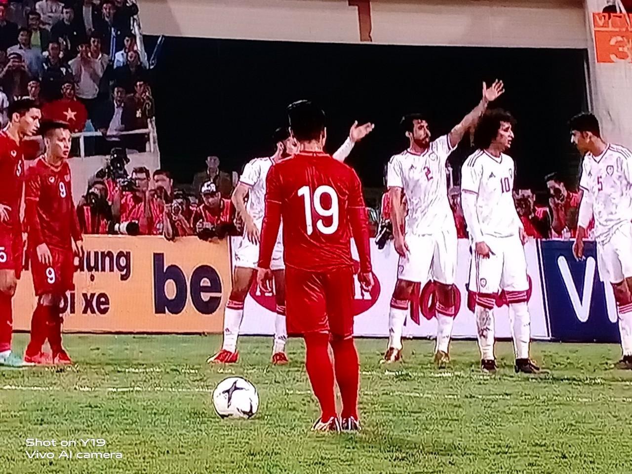 Giải mã chiếc điện thoại được hàng loạt tín đồ túc cầu selfie tại trận đấu vòng loại World Cup Việt Nam - UAE - Ảnh 10.