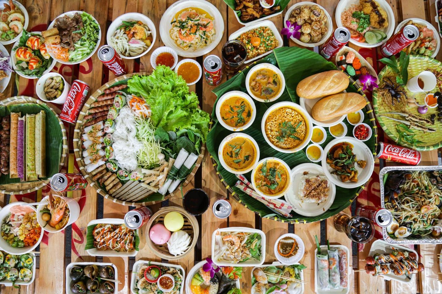 """Giới trẻ Sài thành đổ xô đi tìm """"vị mùa thu"""" tại Lễ hội Ẩm thực châu Á - Ảnh 2."""