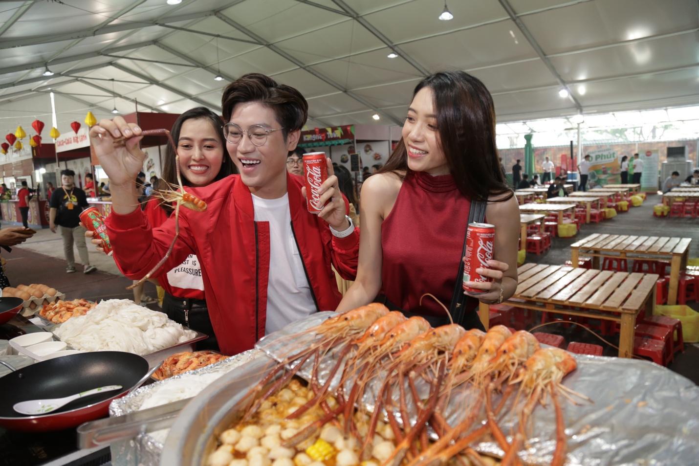 """Giới trẻ Sài thành đổ xô đi tìm """"vị mùa thu"""" tại Lễ hội Ẩm thực châu Á - Ảnh 4."""