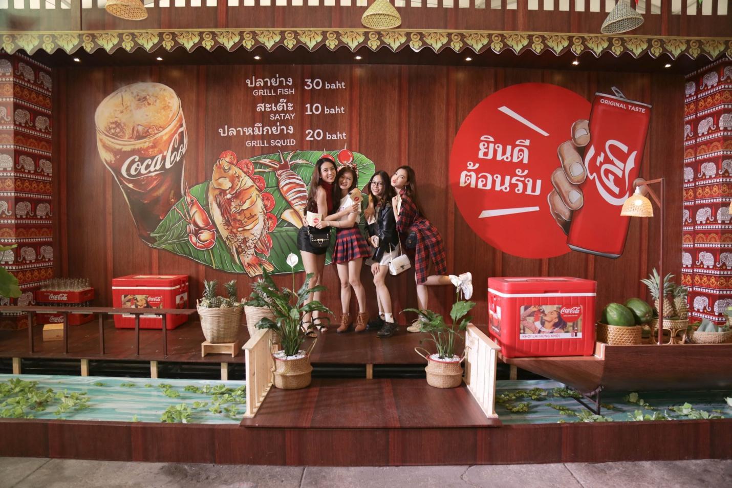 """Giới trẻ Sài thành đổ xô đi tìm """"vị mùa thu"""" tại Lễ hội Ẩm thực châu Á - Ảnh 7."""