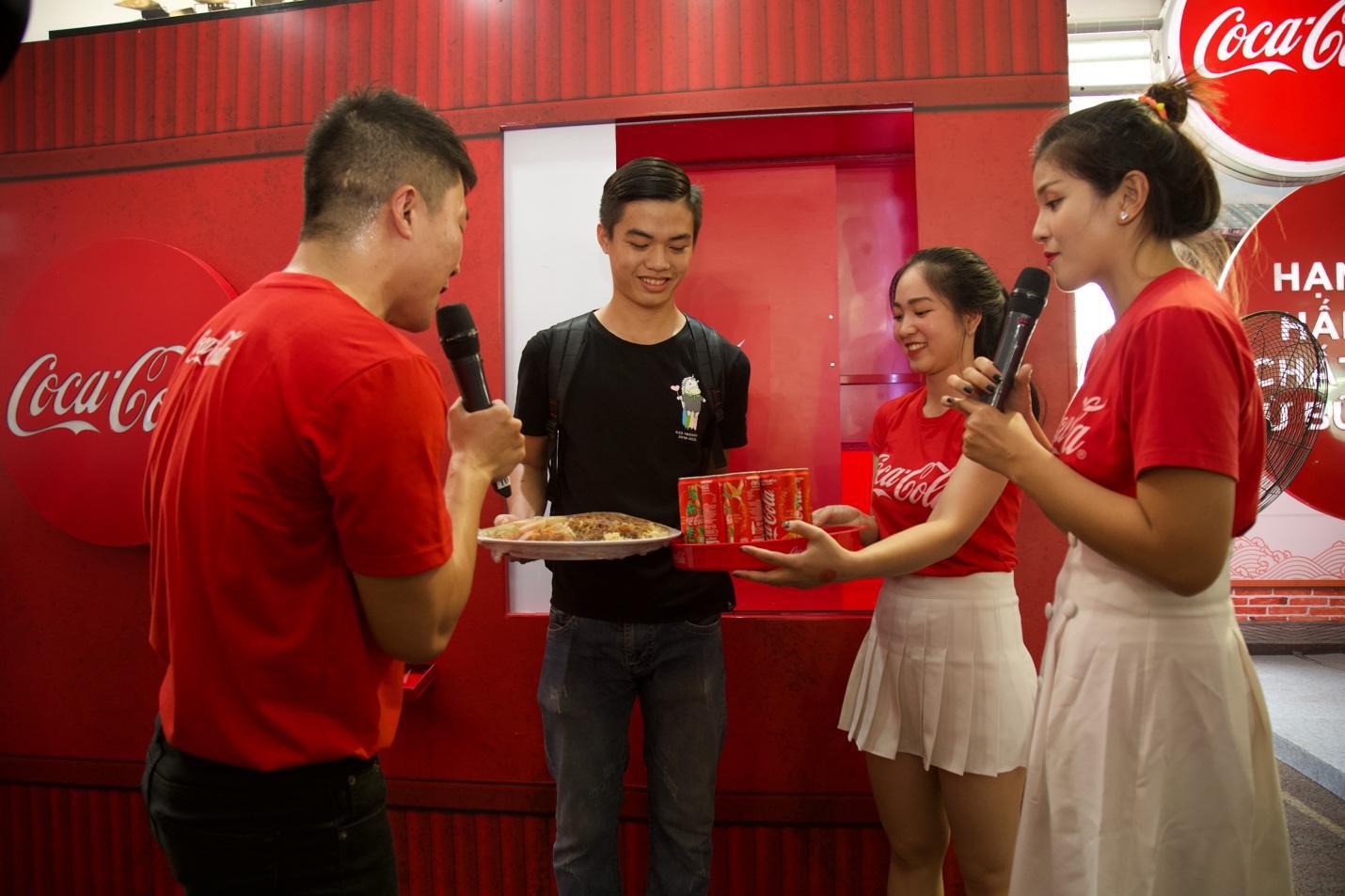 """Giới trẻ Sài thành đổ xô đi tìm """"vị mùa thu"""" tại Lễ hội Ẩm thực châu Á - Ảnh 9."""