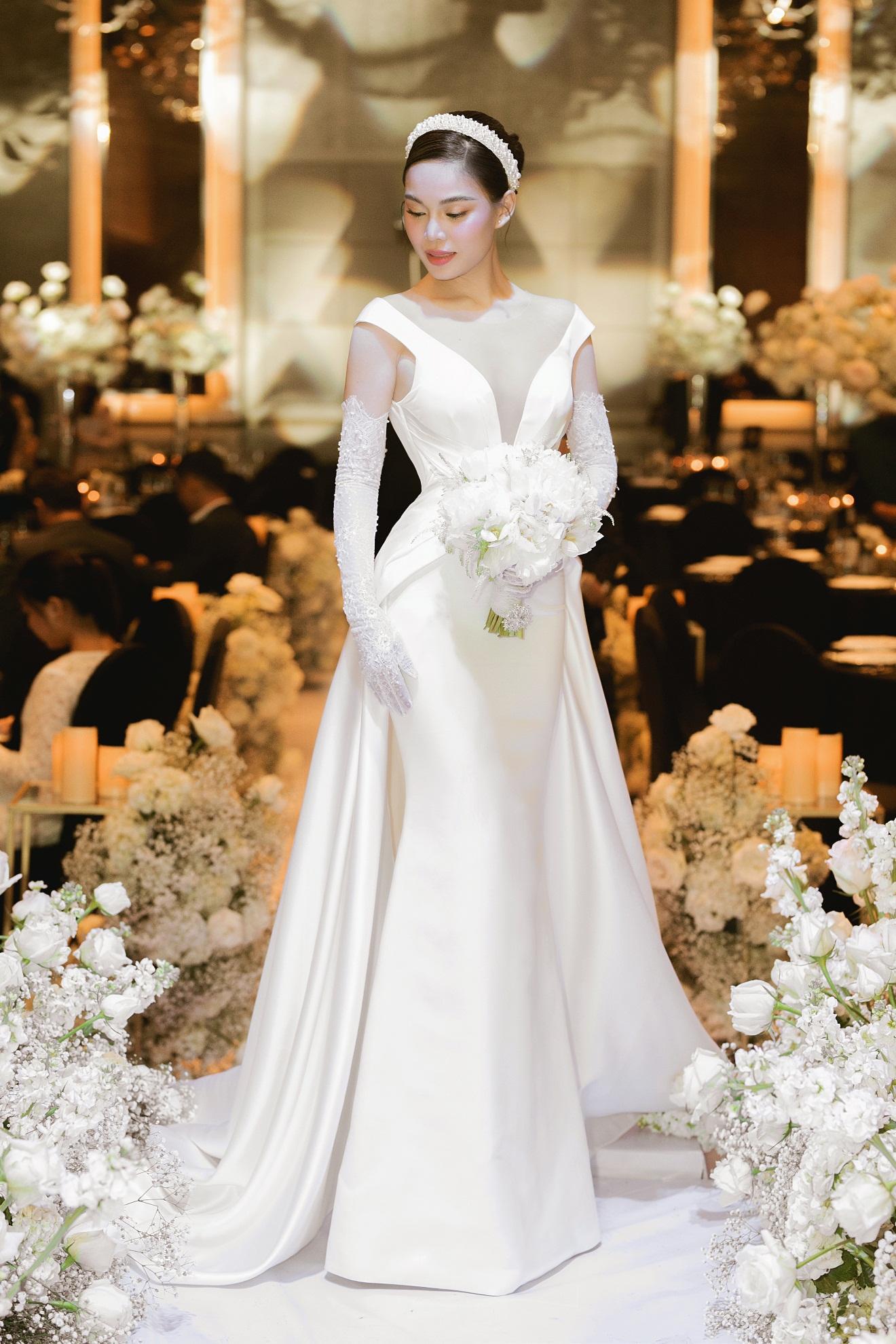 Ba mẫu váy cưới Hacchic Couture thực hiện cho Giang Hồng Ngọc kèm thông điệp ý nghĩa bất ngờ - Ảnh 1.