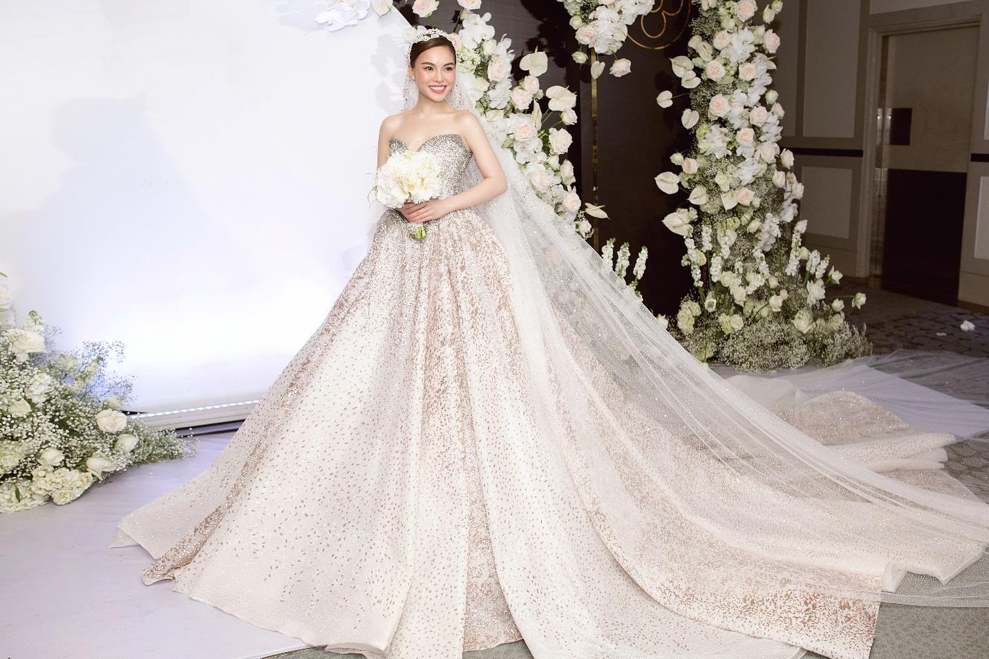 Ba mẫu váy cưới Hacchic Couture thực hiện cho Giang Hồng Ngọc kèm thông điệp ý nghĩa bất ngờ - Ảnh 5.