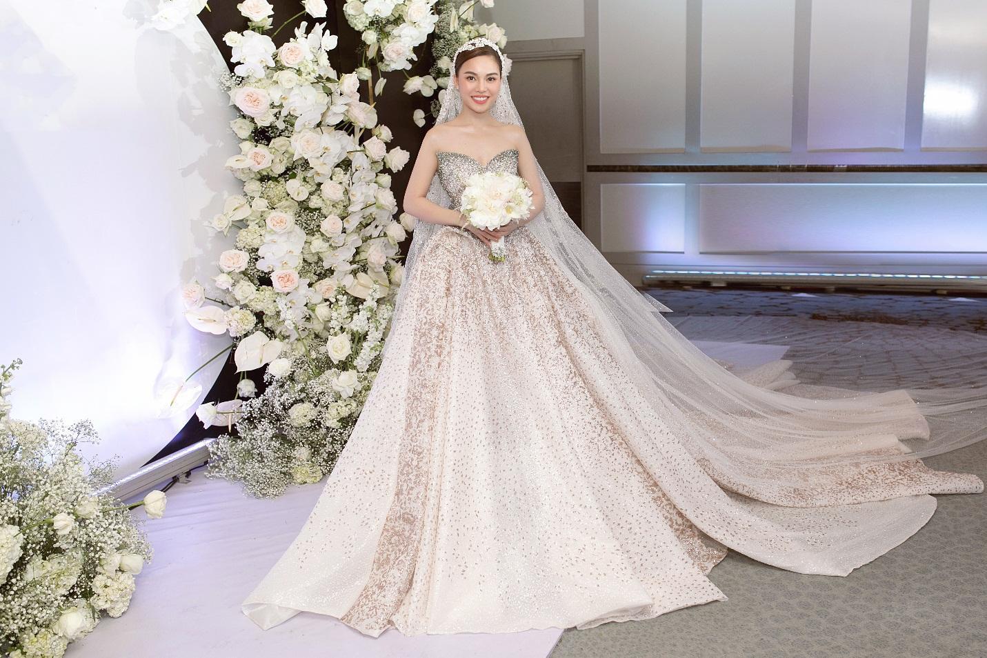 Ba mẫu váy cưới Hacchic Couture thực hiện cho Giang Hồng Ngọc kèm thông điệp ý nghĩa bất ngờ - Ảnh 6.