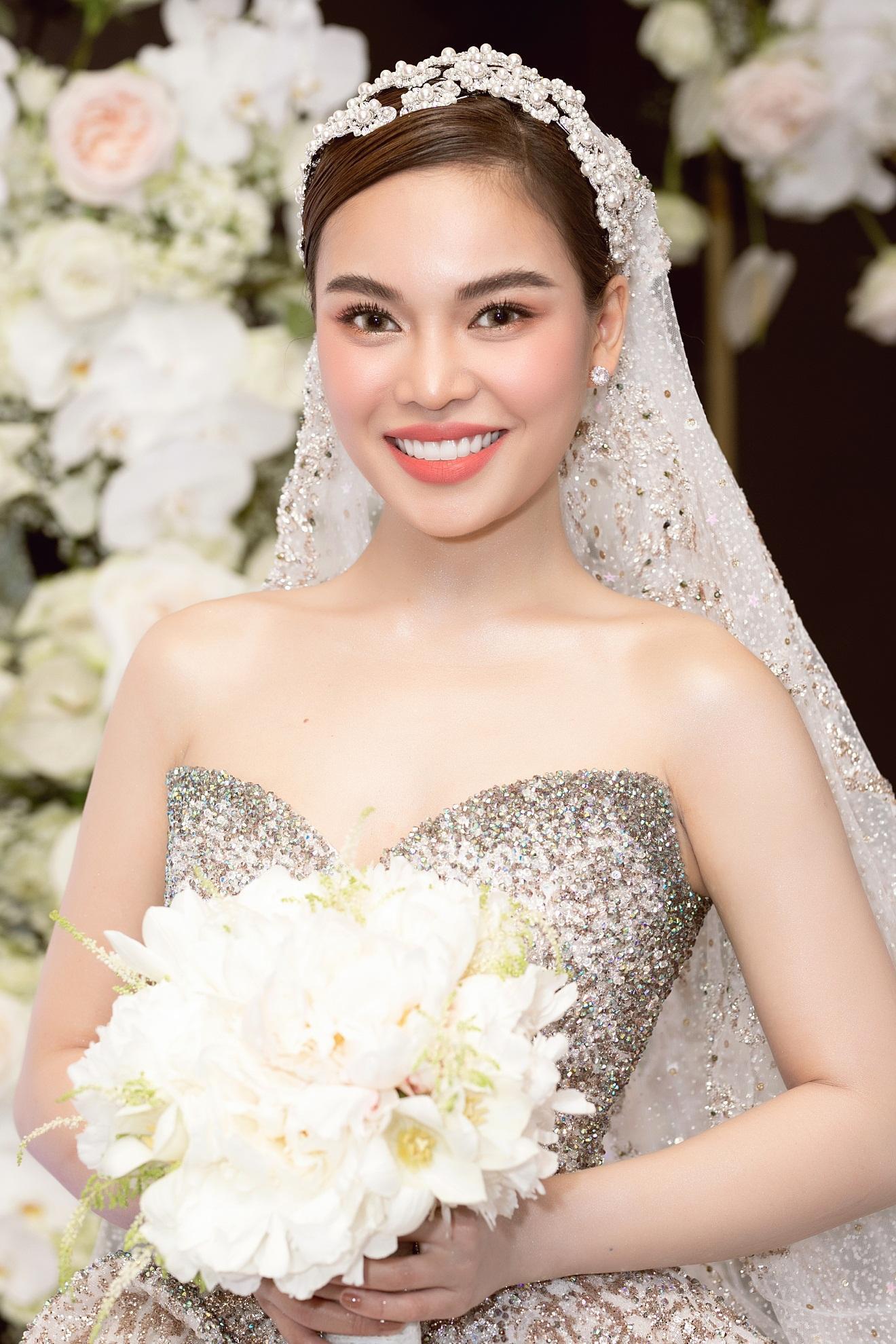 Ba mẫu váy cưới Hacchic Couture thực hiện cho Giang Hồng Ngọc kèm thông điệp ý nghĩa bất ngờ - Ảnh 8.