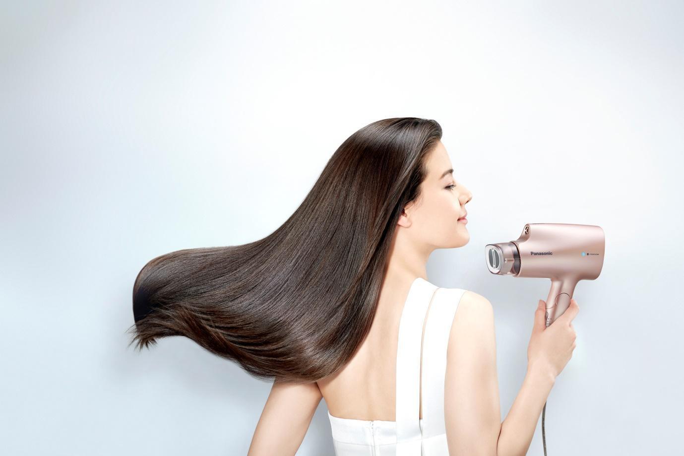 Hé lộ tuyệt chiêu khiến mái tóc bồng bềnh óng mượt của nàng sành điệu - Ảnh 2.