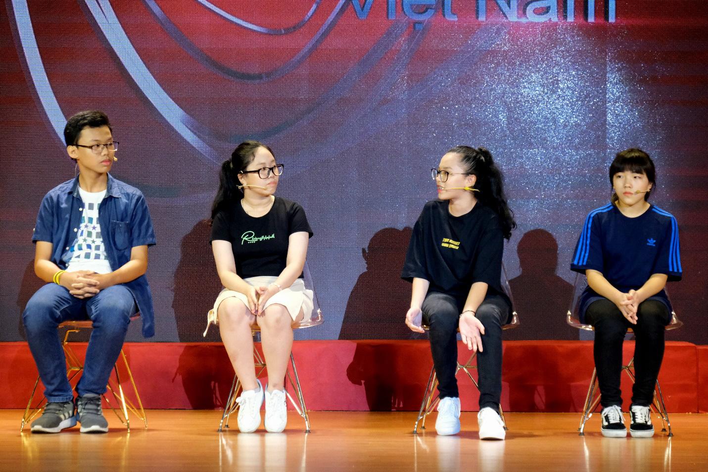 Dàn siêu trí tuệ quốc tế và Việt Nam bất ngờ hội ngộ khiến fan Việt vỡ òa - Ảnh 13.