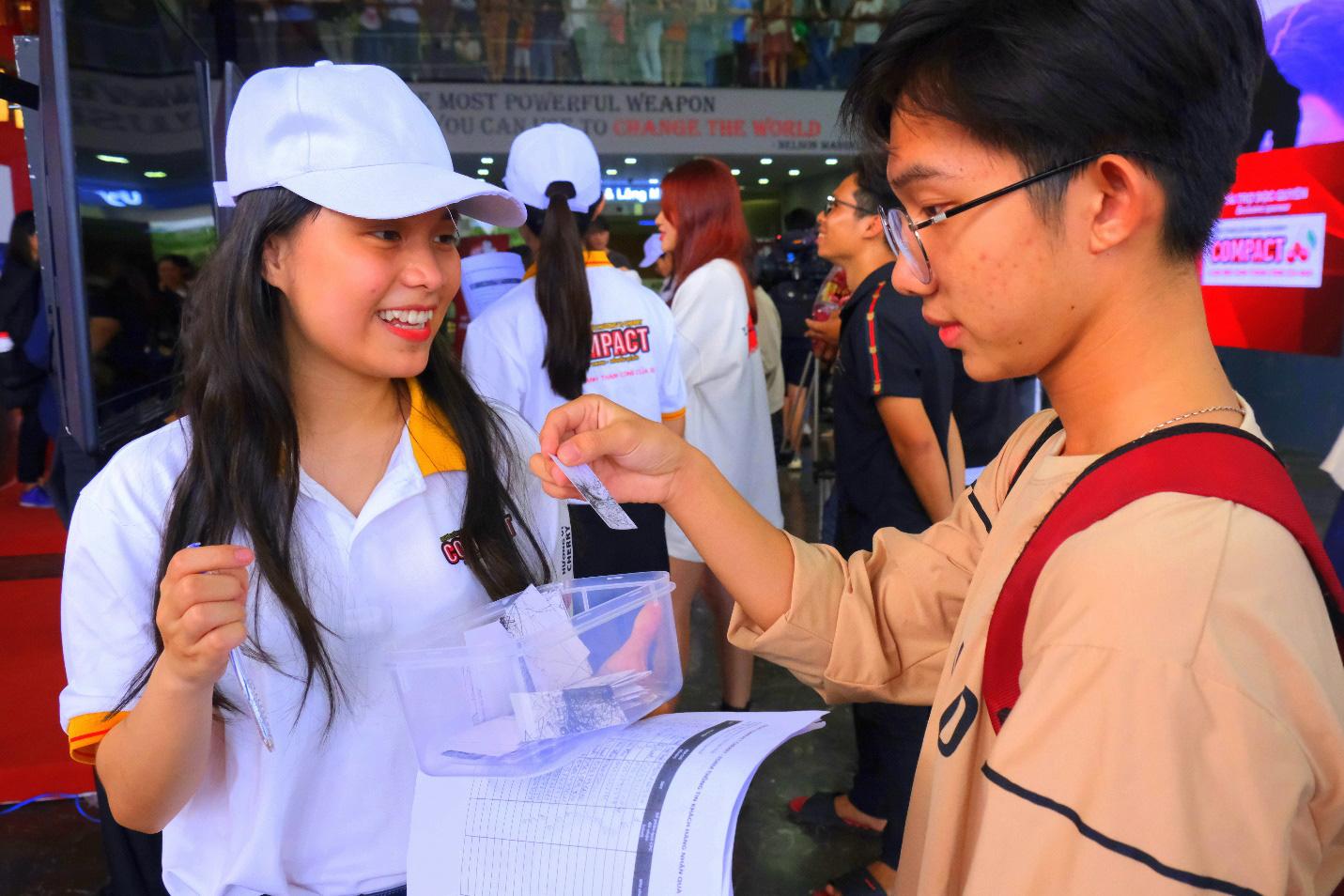 Dàn siêu trí tuệ quốc tế và Việt Nam bất ngờ hội ngộ khiến fan Việt vỡ òa - Ảnh 3.