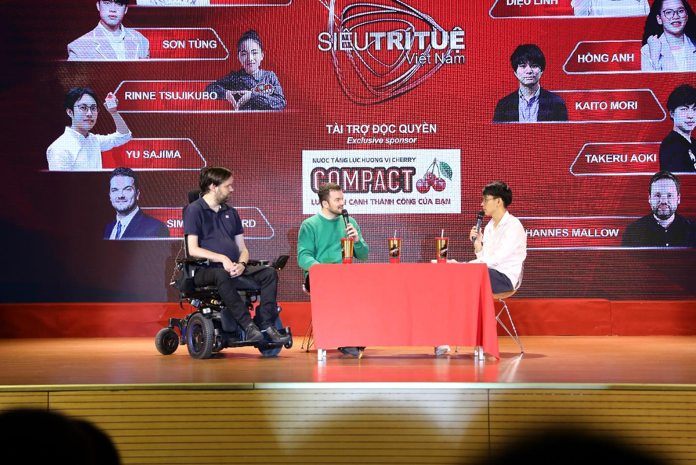 Dàn siêu trí tuệ quốc tế và Việt Nam bất ngờ hội ngộ khiến fan Việt vỡ òa - Ảnh 7.