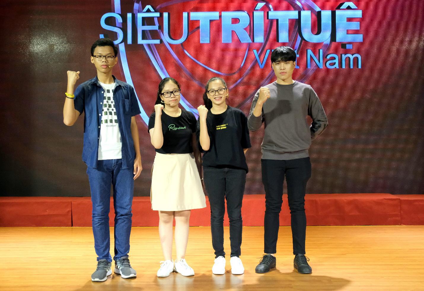 Dàn siêu trí tuệ quốc tế và Việt Nam bất ngờ hội ngộ khiến fan Việt vỡ òa - Ảnh 8.