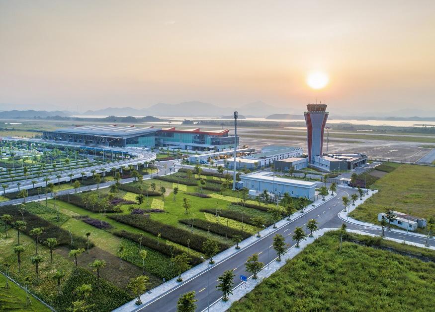 Ai nghĩ mùa đông lại đi du lịch biển ở Quảng Ninh, vậy mà đẹp và thú vị đến bất ngờ! - Ảnh 1.