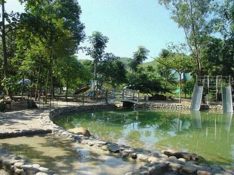 Ai nghĩ mùa đông lại đi du lịch biển ở Quảng Ninh, vậy mà đẹp và thú vị đến bất ngờ! - Ảnh 4.