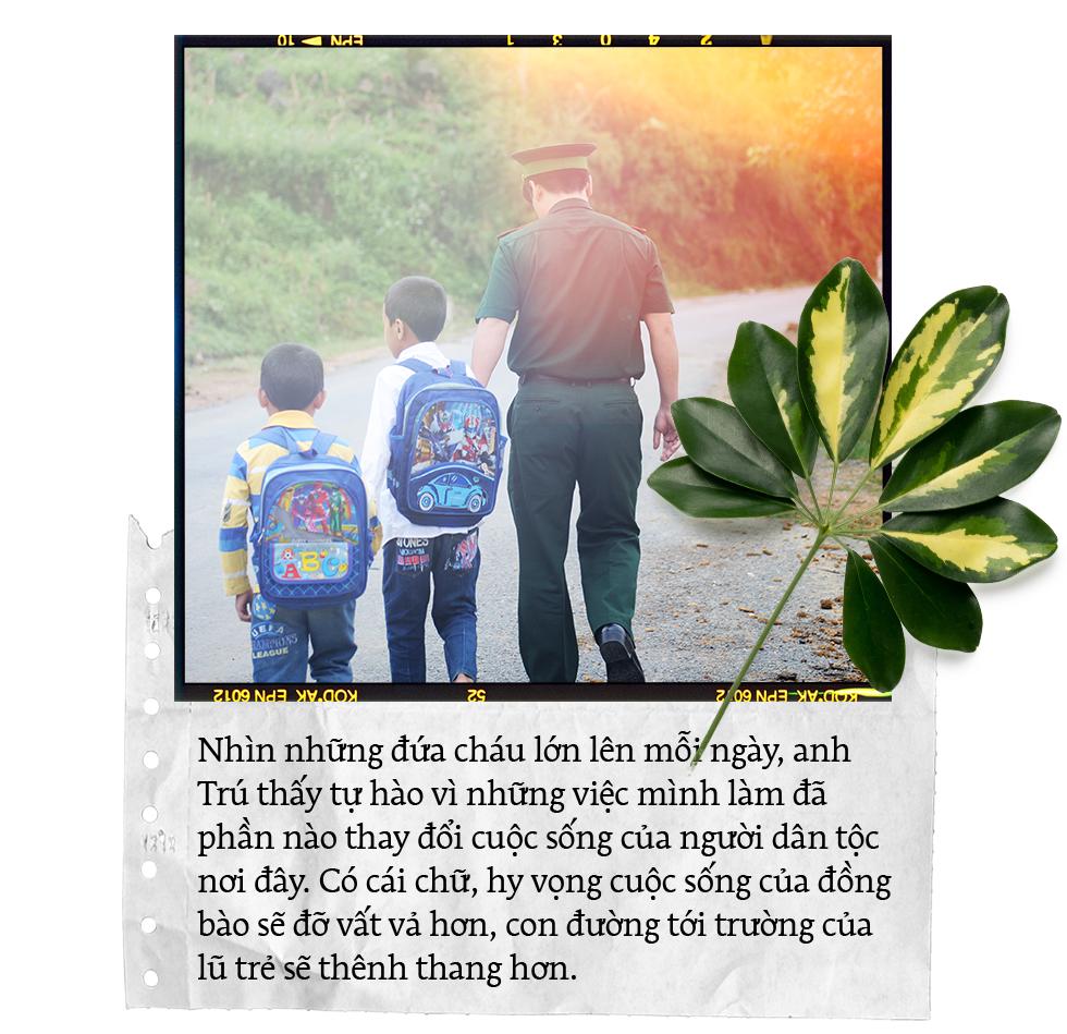 """20/11: Chuyện những thầy cô bỏ phố, """"cõng"""" chữ lên rừng xuống biển gieo tương lai cho học trò nghèo - Ảnh 6."""
