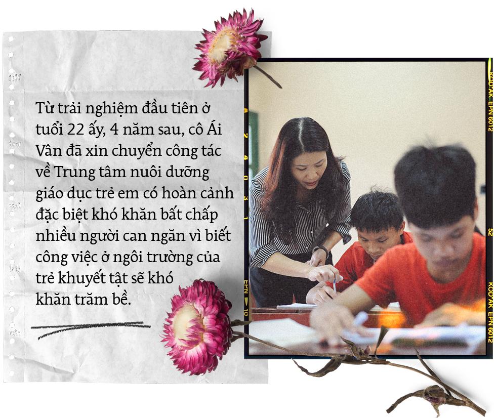 """20/11: Chuyện những thầy cô bỏ phố, """"cõng"""" chữ lên rừng xuống biển gieo tương lai cho học trò nghèo - Ảnh 8."""