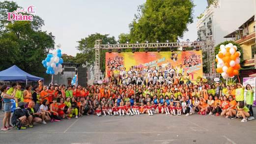 """Hơn 1.000 người mặc áo cam """"nhuộm màu"""" Hồ Gươm - Ảnh 2."""