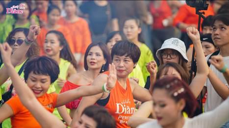 """Hơn 1.000 người mặc áo cam """"nhuộm màu"""" Hồ Gươm - Ảnh 4."""