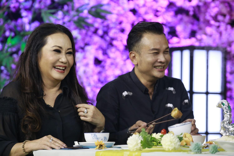 """Trường Giang mải ăn đến """"bung cúc áo"""" ở Thiên Đường Ẩm Thực - Ảnh 4."""