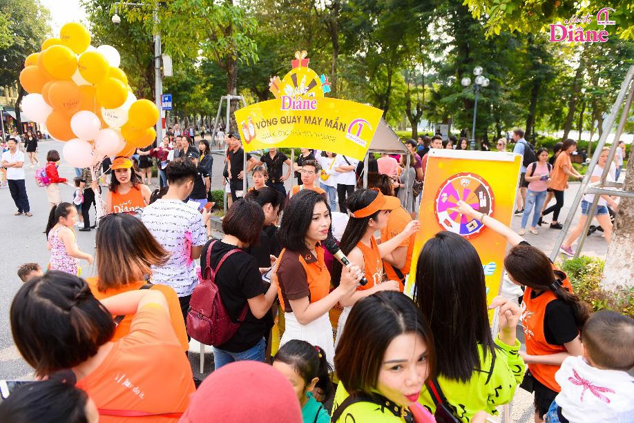 """Hơn 1.000 người mặc áo cam """"nhuộm màu"""" Hồ Gươm - Ảnh 9."""