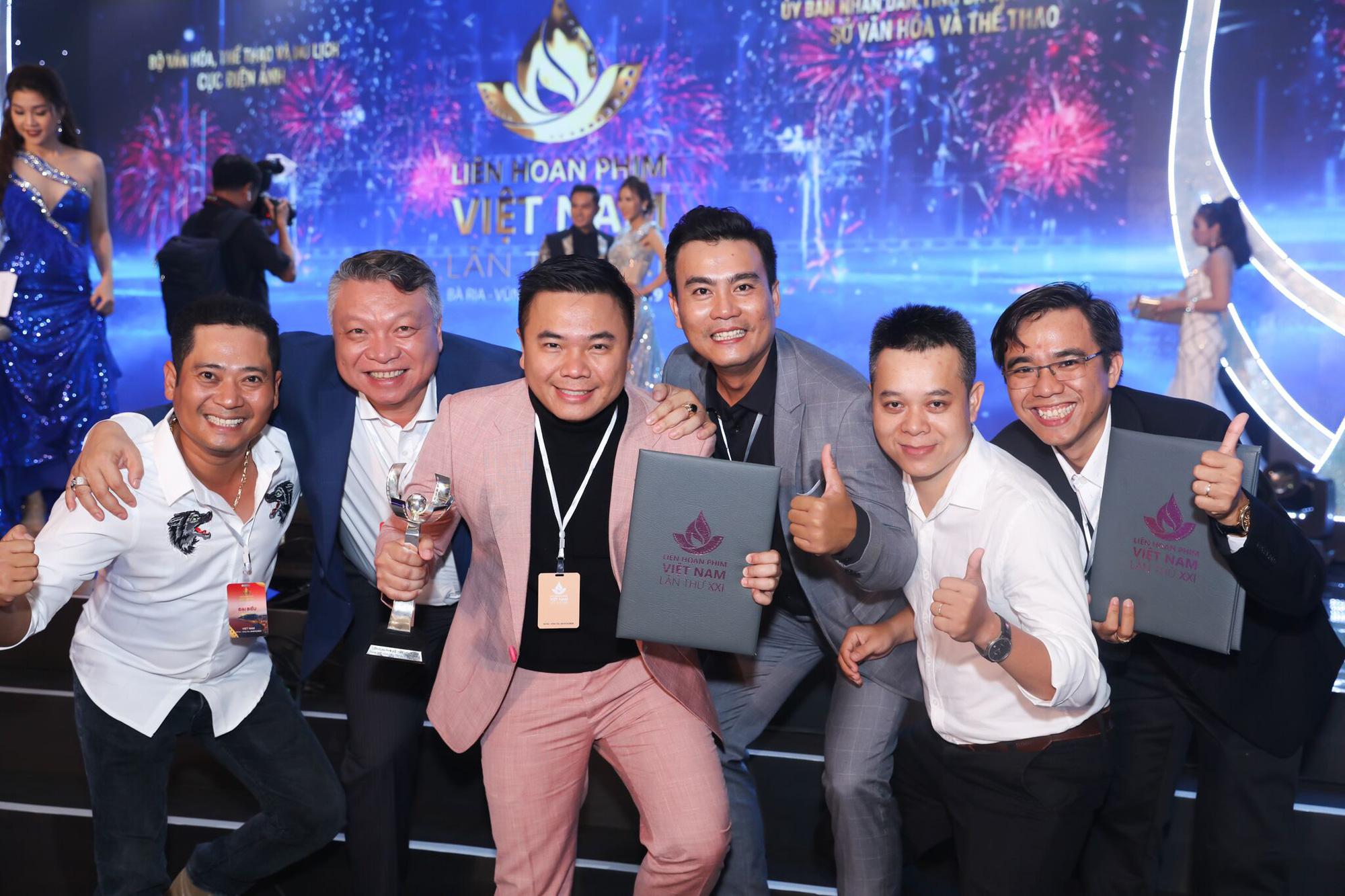 Đạo diễn Nhất Trung thắng giải Biên kịch xuất sắc nhất tại Liên hoan phim Việt Nam 2019 - Ảnh 4.