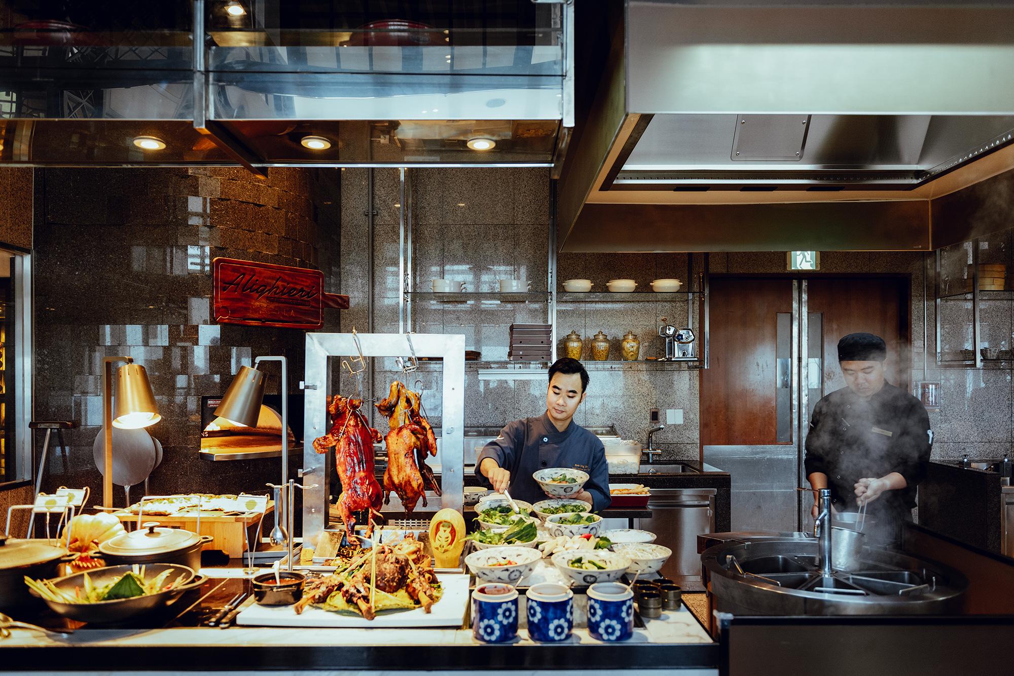 """""""Bữa tiệc trên mây"""" mùa lễ hội: Nâng tầm trải nghiệm ẩm thực với mọi giác quan tại InterContinental Hanoi Landmark72 - Ảnh 2."""