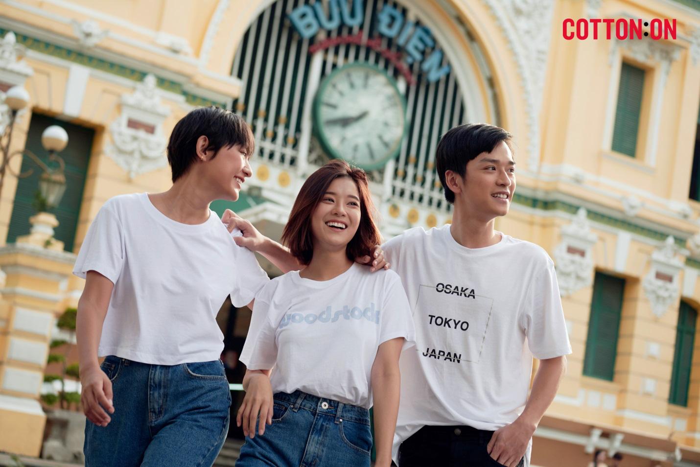 Hoàng Yến, Trần Nghĩa và Hồ Thu Anh trẻ trung với thời trang quốc tế đến từ Úc - COTTON:ON - Ảnh 1.