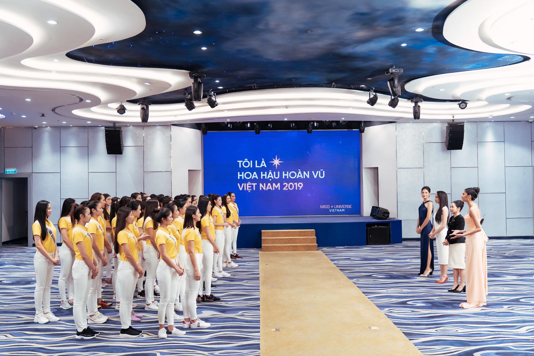 Nam Á Bank tư vấn kỹ năng xây dựng doanh nghiệp xã hội cho top 60 Hoa hậu Hoàn vũ Việt Nam 2019 - Ảnh 3.