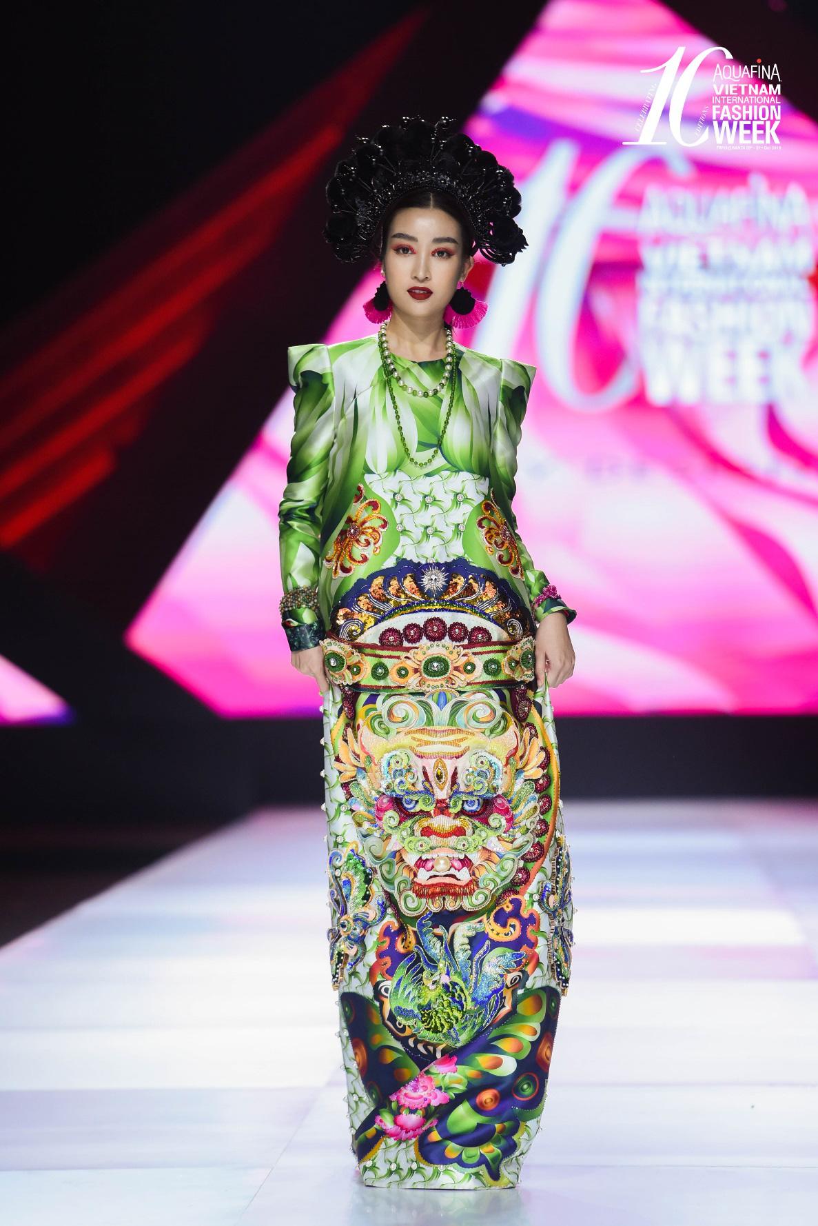 """Điểm sáng khiến giới mộ điệu """"trầm trồ"""" tại Tuần lễ Thời trang Quốc tế Việt Nam 2019 - Ảnh 4."""