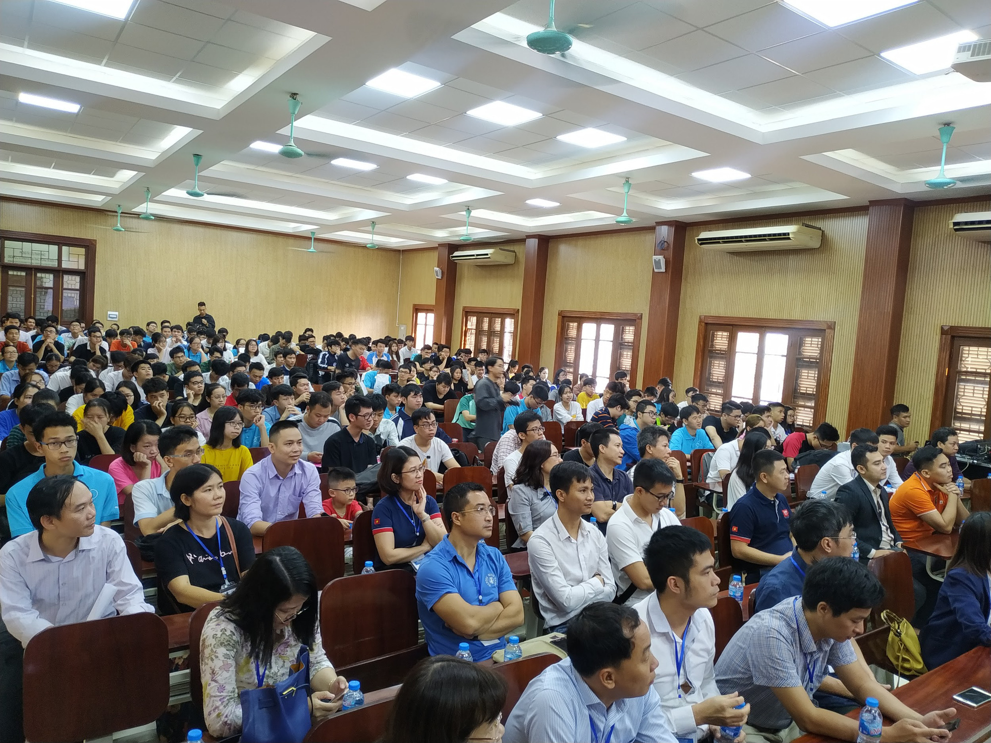 Đại học Khoa học Tự nhiên: Gần 1000 sinh viên hào hứng tham gia ngày hội hướng nghiệp 2019 - Ảnh 2.