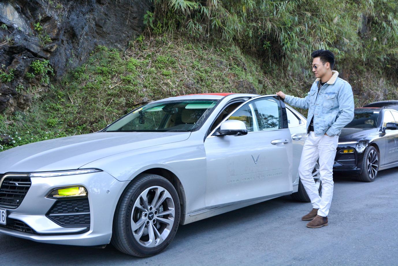 Mạnh Trường, Bảo Thanh thể hiện trình độ lái xe chẳng kém ai trên cung đường lắt léo đến Hà Giang - Ảnh 2.