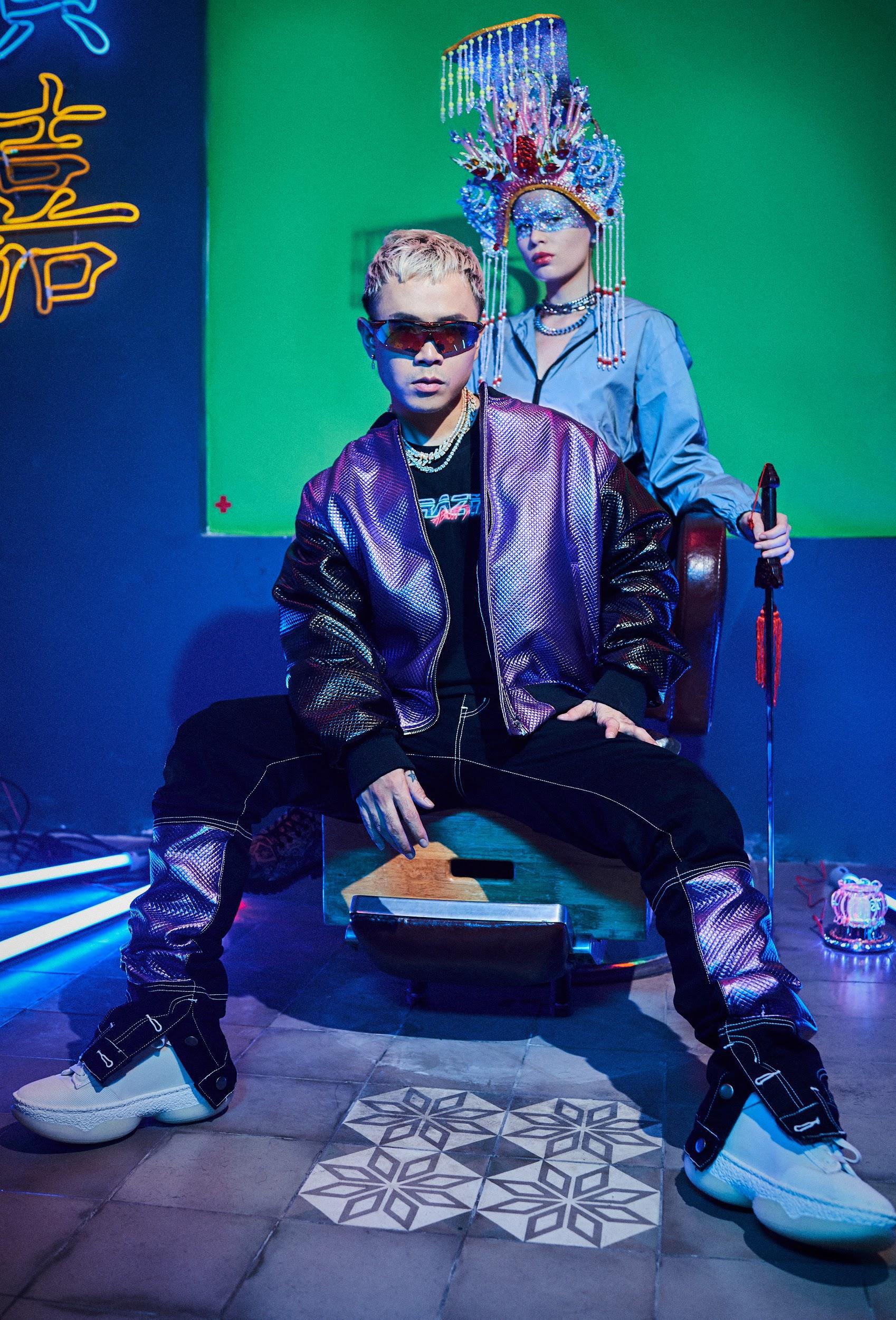 """Binz """"chơi lớn"""" cuối năm, ra mắt BST thời trang underground """"chất chơi"""" dành cho giới trẻ - Ảnh 3."""