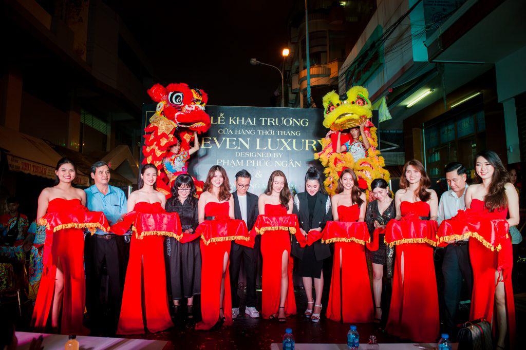 Ca sĩ Ưng Hoàng Phúc khuấy động lễ khai trương thương hiệu Seven Luxury - Ảnh 1.