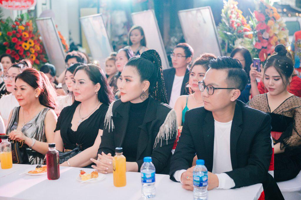 Ca sĩ Ưng Hoàng Phúc khuấy động lễ khai trương thương hiệu Seven Luxury - Ảnh 5.