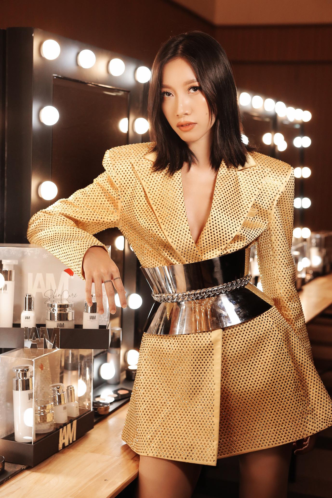 Những màu son chuẩn mực xuất hiện trên sàn runway của show NTK Chung Thanh Phong - Ảnh 5.